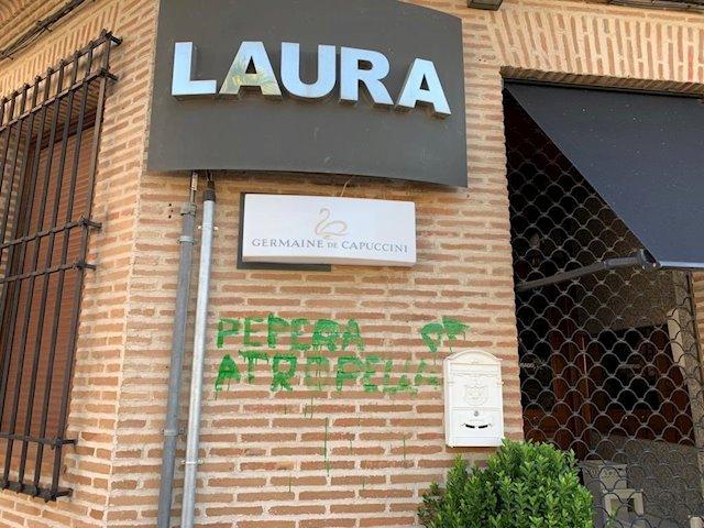 ACTUALIDAD | 'Pepera atropellada', la pintada en la fachada de una tienda de una concejala del PP de Fuensalida
