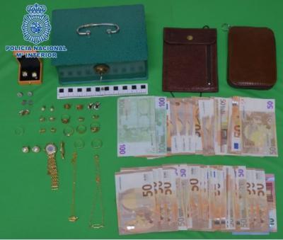 SUCESOS | Detenida por robar 2.600 euros y joyas en casas de ancianos