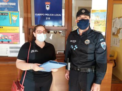 NUESTRA GENTE   Se encuentra 2.425 euros mientras trabajaba en un bar y se los entrega a la Policía