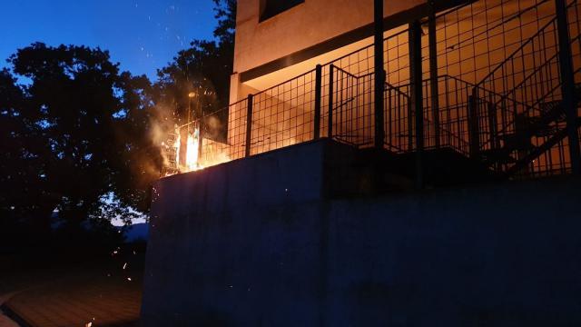 SUCESOS | Queman la casa de un alcalde de CLM y destrozan sus dos vehículos