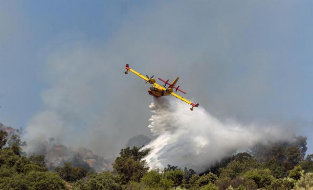 EL REAL DE SAN VICENTE | 31 medios y 131 personas trabajan en la extinción del incendio