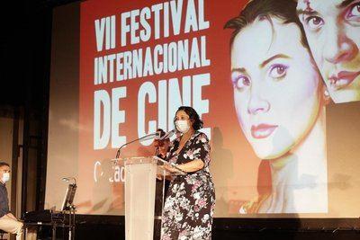 La viceconsejera de Cultura y Deportes, Ana Muñoz durante la inauguración, anoche, del VIII Festival de Cine de Calzada de Calatrava. - JCCM
