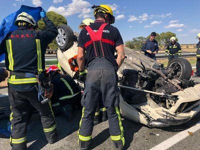 Bomberos del SEPEI de Albacete trabajan en un accidente de tráfico. Imagen de archivo. - DIPUTACIÓN DE ALBACETE - Archivo