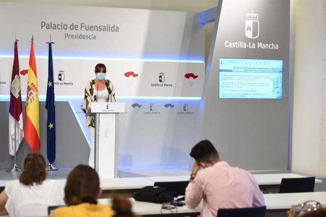 La  portavoz del Gobierno regional, Blanca Fernández, en rueda de prensa. - JCCM