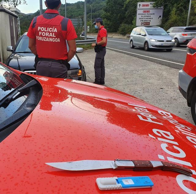 ASÍ CONDUCÍA | Denuncian en Navarra a un toledano: positivo en cocaína y con un arma prohibida