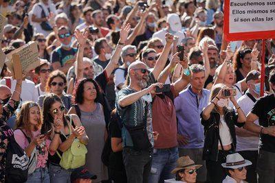 COVID-19 | Un asistente a la manifestación 'antimascarillas' da positivo y está grave