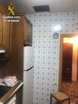 EN UN PUEBLO DE TOLEDO   Auxilian a dos ancianos: la Guardia Civil se coló por falso techo para socorrerlos