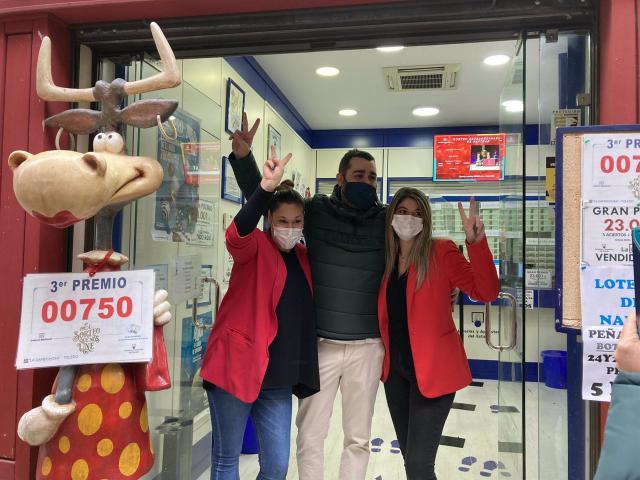 LOTERÍA DE NAVIDAD | La Caprichosa vuelve a repartir alegría y millones entre los vecinos de Toledo
