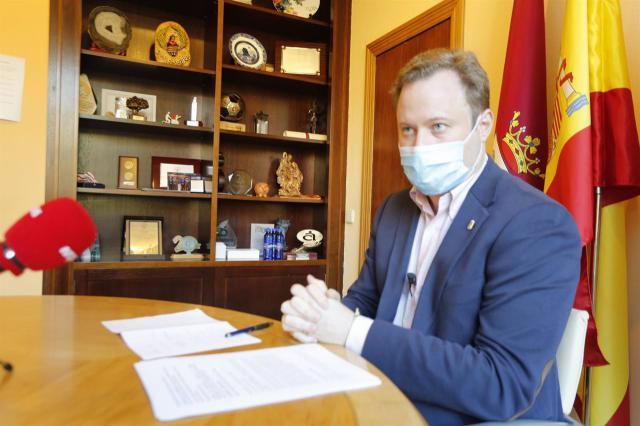 ALCALDE ALBACETE   Casañ se defiende de las acusaciones de contratación irregular