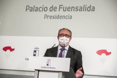 El consejero de Hacienda y Administraciones Públicas, Juan Alfonso Ruiz Molina, en rueda de prensa. - JCCM