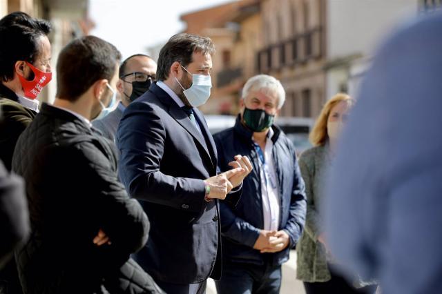 CLM | Núñez (PP) pide a Page que no cierre la hostelería ante el aumento de casos Covid