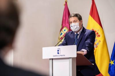El presidente de Castilla-La Mancha, Emiliano García-Page, durante la firma de un convenio con Espirituosos de España - JUNTA CLM