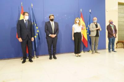 El Gobierno y los agentes sociales firman la prórroga de los ERTE