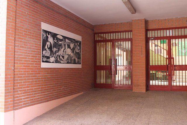 Entrada colegio Gregorio Marañón