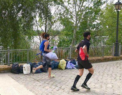'Talaplogging' une el deporte y el medioambiente para acabar con la basura en los espacios verdes de Talavera