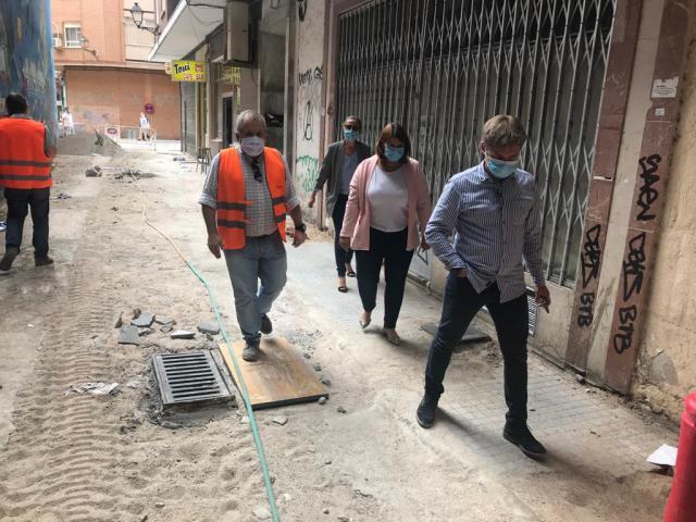 TALAVERA | Se reanudan las obras de pavimentación del callejón de Sombrerería