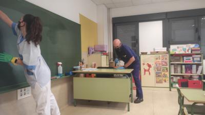 Los colegios refuerzan la limpieza y desinfección