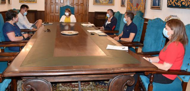 FÚTBOL | La alcaldesa conoce el proyecto del CF Talavera SAD