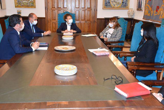Reunión alcaldesa y consejera de bienestar | Ayuntamiento de Talavera