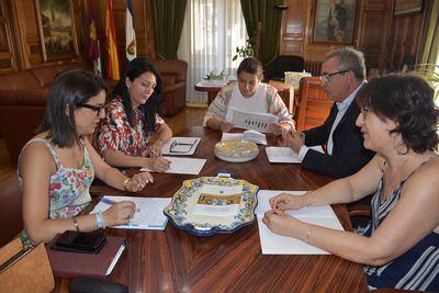 Tita García ofrece a Cruz Roja la