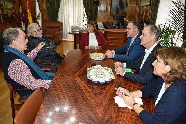 Reunión de la alcaldesa con los dos prestigiosos urbanistas españoles.