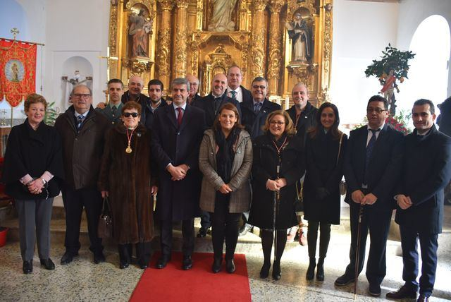La consejera de Fomento asiste a la misa en honor a San Sebastián en la localidad toledana de Parrillas