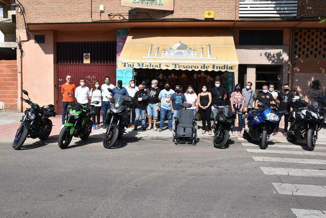 Unos vecinos de Talavera donan una silla de ruedas a una menor que la necesitaba