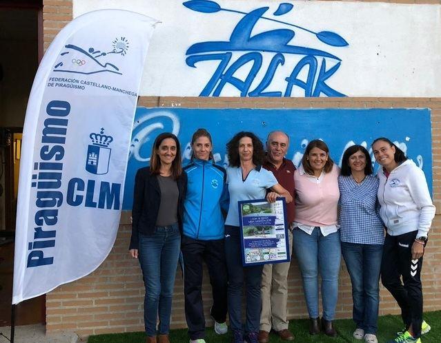 La consejera de Fomento visita las instalaciones del Club de Piragüismo Talavera-Talak