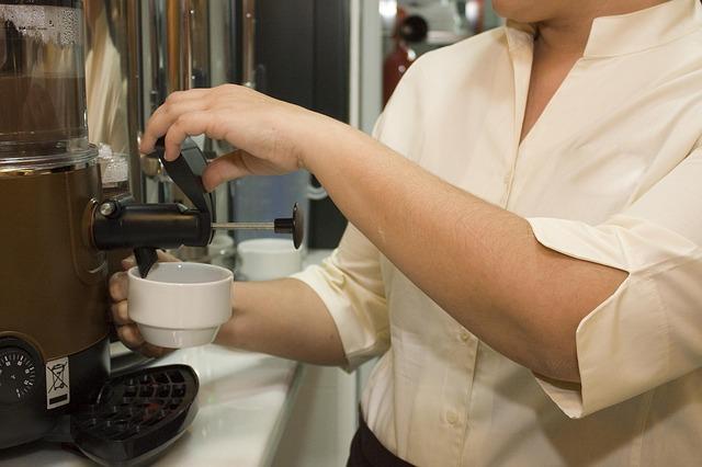 PANDEMIA   CLM recupera 5.000 empleos perdidos en la hostelería