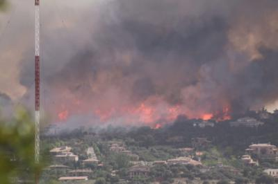 El incendio declarado en Toledo obliga a desalojar a vecinos de la zona