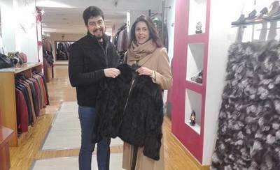 La ganadora del sorteo navideño de la ACT invierte el premio en seis tiendas