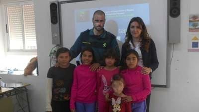 Buscan familias con hijos para mantener abierto el colegio de Garciotum