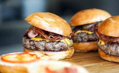 Batalla Gastronómica de la hamburguesa en Talavera con motivo de los 'Pávez'