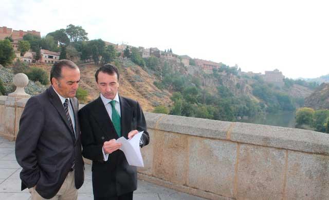 Jos� Juli�n Gregorio visita el r�o Tajo para comprobar su estado