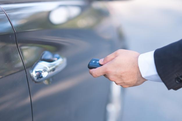 Falsificó los papeles del coche para que no se repartiera en la herencia de su marido