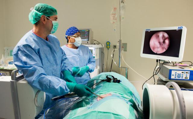 El Hospital Nacional de Parapléjicos acoge un curso de cirugía endoscópica de la columna vertebral