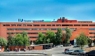 Siete personas hospitalizadas tras el choque de un turismo y un autobús