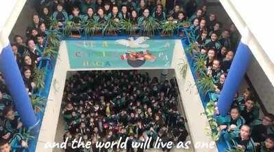 VÍDEO | Los escolares del Ruiz de Luna interpretan 'Imagine', por el Día de la Paz