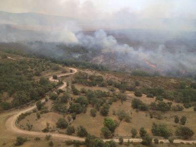 Más de 100 personas y 22 medios participan en la extinción del fuego declarado en Campillo de Altobuey