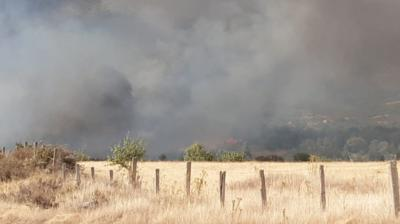 Declarado un incendio en El Raso (Candeleda)