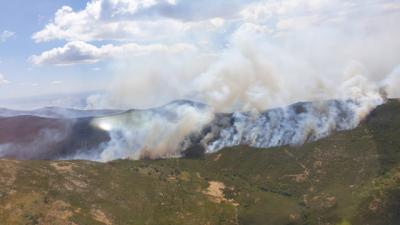INCENDIOS | CLM ayuda con medios a la extinción del fuego en Extremadura y Andalucía
