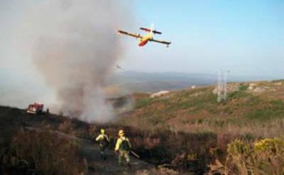 Medios de Castilla-La Mancha participan en el incendio del Jerte
