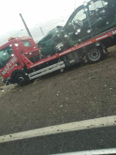 Choque entre un coche y un camión en la N-Va en Talavera
