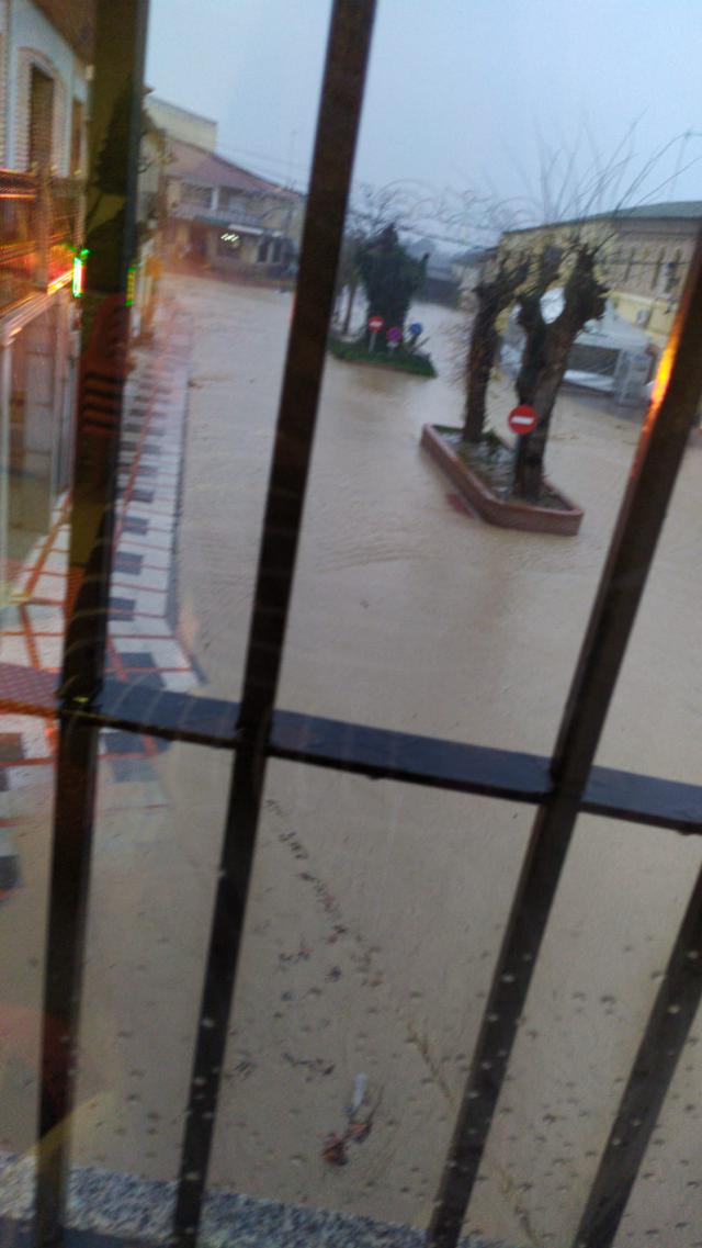 VÍDEO | Calles intransitables y desbordadas por la lluvia en Cebolla
