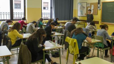 UGT y CCOO aplauden la bajada de horas lectivas y Csif y ANPE se muestran críticos