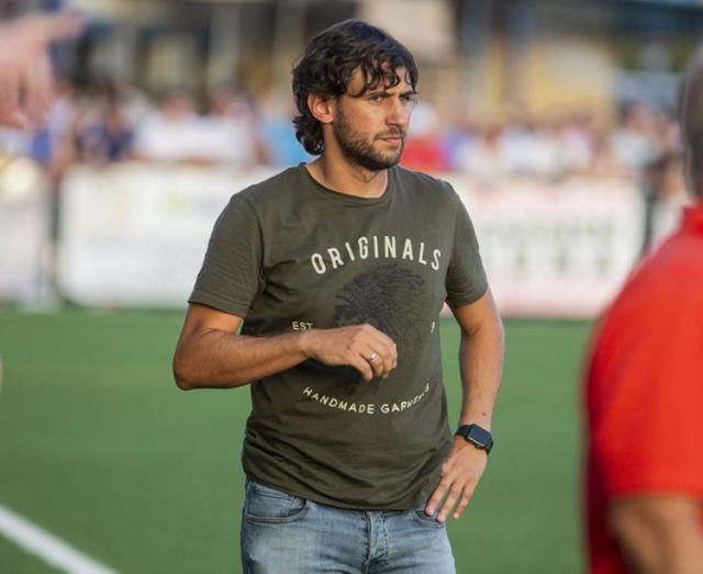 Javi Sánchez, técnico local.