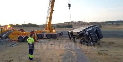 Brutal accidente del camión de caballos de Joao Moura en la A-5