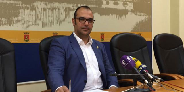 Bermejo anuncia 9 plazas de bomberos y contesta a los sindicatos