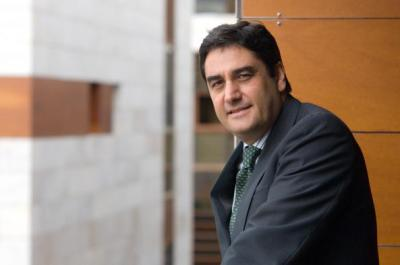 Echániz, el consejero de los recortes sanitarios de Cospedal, dice que el PSOE quiere la eutanasia para