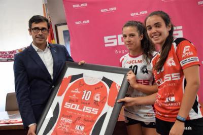 La Fundación Soliss renueva su patrocinio con el equipo femenino del Balonmano Pozuelo de Calatrava